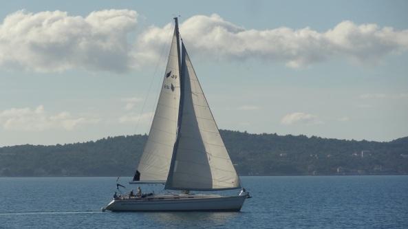 Sleipnir sailing in light winds